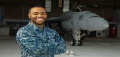 Soldado Nativo de Texas colabora en la modernización de la aviación naval